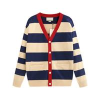 suéteres cardigan con cuello en pico para hombres al por mayor-Suéter europeo de lujo de 19FW Suéter de punto de rayas Cardigan Algodón cómodo con cuello en V Suéteres de diseño para hombres HFKYMY004