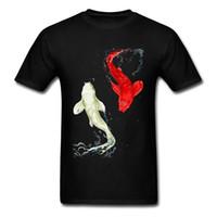 envío gratis ropa asiática al por mayor-Koi Fishes camiseta para hombre Lucky Birthday Gift camiseta negra camiseta ropa de estilo asiático único Yin Yang Tops camisetas envío gratis