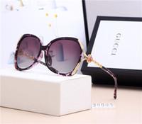 espetáculos de quadro de moda venda por atacado-Designer de luxo oversized mulheres óculos de sol óculos De Diamante de moda famosa Óculos uv óculos polarizados com caixa GQ-2