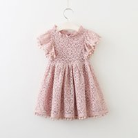 sommer mädchen häkeln groihandel-Kinder spitze hohl häkeln kleid mädchen spitze stickerei pompon quaste prinzessin dress sommer kindermode fly hülse party dress kleidung