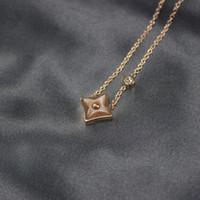 bijoux diamants roses achat en gros de-Femmes Rose Agate Collier Carré Pendentif Designer Bijoux Diamant De Luxe Colliers Femme Charme Bijoux De Mariage