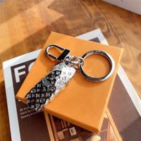 caja de anillo de coche al por mayor-llaveros de automóviles de lujo de diseño con la caja mens mujeres keyring soporte para coche cadena de recuerdo de regalo de soporte del anillo clave