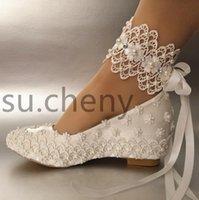 gelinlik takozları toptan satış-Beyaz Çiçek Düğün Ayakkabı Dantel Inci Yüksek Topuklu Tatlı Gelin Elbise Ayakkabı Boncuk Takozlar Ayakkabı 5 CM Kadın Pompaları