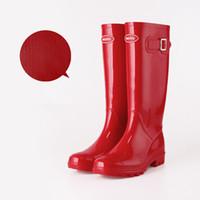 rote gummiregenstiefel frauen großhandel-Red Pink Frauen RAINBOOTS Mode Kniehohe hohe Regenstiefel für Mädchen England Stil wasserdichte Stiefel Gummi Regenstiefel Wasserschuhe Regenschuhe