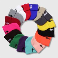kadınlar için rahat şapka toptan satış-Billie Eilish Örme Şapka Kadın Kış Sıcak Rahat Tığ Şapka Nakış Renkli Erkekler Kadınlar Örme Kap 18 Renkler HHA560