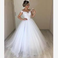 canos princesa venda por atacado-Laço branco frisado plissado cintura império princesa vestidos de noiva vestidos de noiva 2020 fora do ombro de manga curta de tule casamento recepção