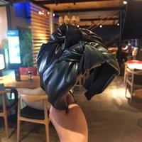 bandeaux coréens faits main achat en gros de-Rétro main noueuse bandeau en cuir PU Bow Bandeaux Accessoires pour cheveux en fourrure tête Hoop coréenne tendance Coiffe