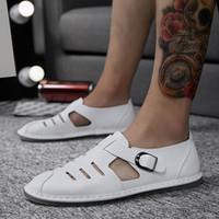 talon bleu fermé achat en gros de-Hot Mens Sandals Noir Blanc Bleu Marron Street Trend Bout fermé Talon Plat Sandales Extérieures