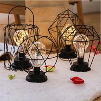lámparas de noche de hierro al por mayor-Lámpara de mesa de hierro de estilo retro creativo Linterna de alambre de cobre Embudo Modelado de diamantes Lámpara de mesilla Escritorio de casa Decoración de luz nocturna