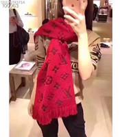 lenços de inverno lindas mulheres venda por atacado-Popular belas mulheres homens outono e inverno lã belo lenço feito malha xale flor monograma lenço