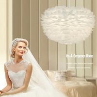романтичный подвесной потолок оптовых-Свадебный светильник перо люстра LED Nordic творческий подвесной светильник мода искусство потолок droplight романтический свадебные украшения освещение