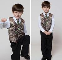 chaleco de fotos para niños al por mayor-Real Tree Camo Boy's Vestimenta formal Chalecos con corbatas Camuflaje Novio Boy Chaleco Barato Satén Personalizado Chalecos de boda formal Camuflaje