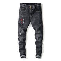 modisch gestickte jeans großhandel-Mode-Männer zerrissene Jeans-Hosen mit Blumen-Stickerei-gerader beunruhigter Denim-Hose Mann gestickte Jean-Rüttler