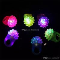 morango claro venda por atacado-LED piscando morango dedo anelar Bar Rave Light Up LED piscando geléia Bumpy Anéis para presente de Natal Prom Party aa160-aa167 2017112926