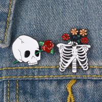 strass brosche blumenstifte großhandel-Luxus Designer Broschen Skull und Rose Designer Brosche Skeleton Flower Badge Anstecknadeln Emaille Schmuck Jacke Brosche vs Strass Brosche