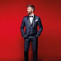 ingrosso vestito blu vestito sottile-Smoking blu scuro per matrimoni Abiti slim fit per uomo Suit Groomsmen tre pezzi economici abiti convenzionali (giacca + pantaloni + vest + cravatta)