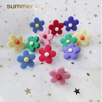 pequeños aretes dulces al por mayor-2019 Nuevos lindos pendientes de girasol dulce para mujer Small Fower Moda femenina Polymer Clay Summer Candy Color Earings Jewelry