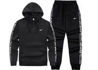 ingrosso giacche per uomo pezzo-2019 Set da uomo Primavera Autunno Uomo Tuta Sportswear 2 pezzi Set Suit Jacket + Pant Sweatsuit Uomo Abbigliamento Tuta