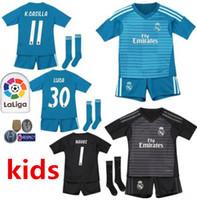 fac31caf5 2018 2019 Real Madrid Portero balck kit para niños + calcetines Camiseta de  fútbol 18 19 Real Madrid   1 Camiseta de fútbol azul NAVAS COURTOIS  Uniformes de ...