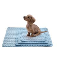 moderne katzenbetten großhandel-1 stück pet accessoriessommer kühlmatten decke eis pet hundebett sofa tragbare tour camping yoga schlafmatten für hunde katzen