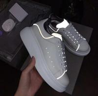 zapatos casuales de ocio al por mayor-Shinny Fluorescente Luminoso Reflectante 3 M Blanco Zapatos Casuales Zapatillas de deporte Hombres Mujeres Cuero Comodidad Ocio Damas chaussures Con caja
