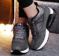 25162c8cb 2019 Moda Feminina Sapatos Casuais Sapatilhas de Couro de Cunha de Salto  Escondido Sapatos de Plataforma Outono Altura Aumentar Tênis Pretos Senhoras