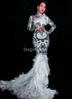 vestido de fiesta de diamantes de imitación de plumas blancas al por mayor-Negro Blanco Rhinestones Flores Tren Largo Vestido de Plumas Glisten Disfraz Mujeres Prom Cumpleaños Celebran Vestidos Sexy Vestido de Noche DS Vestido DJ