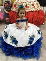 geschwollene blaue kinder kleiden sich großhandel-Entzückendes Weiß mit königsblauen Schichten Mädchen-Festzug-Kleidern 2020 Neu Schulterfrei Stickapplikationen Tutu Puffy Kids Formal Flower Dress