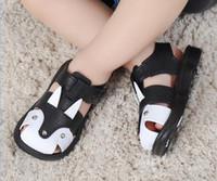 ingrosso ragazzi 11 anni-Sandali delle ragazze Boy bambini Toddler Shoes Designer 2019 Nuovi sandali dei bambini Scarpe ragazza Tubo Beach Shoes lato respirabile 1-5 anni 2 PZ