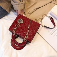 batı tarzı çanta kadın toptan satış-Fabrika toptan marka kadın çanta klasik Lingge Zincir çanta basit metal püsküller Bir Çanta Oluşturmak Batı tarzı deri Messenger çanta