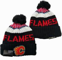 bonés de futebol preto venda por atacado-New Gorros Calgary Flames Hockey 2020 Knit Beanie Pom malha chapéus pretos Futebol Baseball Basquete Esporte Gorros Mix Jogo Order Todos os Caps