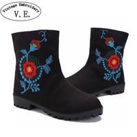chinesische flache stiefel großhandel-Weinlese-Stickerei-Frauen-Herbst-Aufladungs-Dame Casual Travel Canvas Flat Shoes Chinesisches altes Peking Beleg auf Aufladungs-Schuhen Scarpe Donna