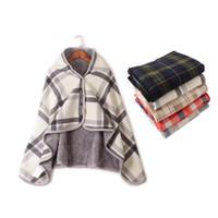 теплое полярное флисовое одеяло оптовых-Fashion Plaid flannel+polar fleece blanket Warm lazy shaw shawl blanket With button Home Office legs knee knitting towel poncho