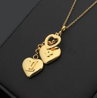 precios de la placa de titanio al por mayor-Marca de diseñador Collar Moda Carta de lujo Collares pendientes de amor 18K Chapado en acero de titanio Collar de mujer Precio al por mayor