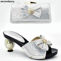 zapatos de tacón alto bolso partido al por mayor-Últimos zapatos de lujo para mujer 2019 zapatos italianos con conjunto de bolsos a juego decorados con tacones altos de verano con diamantes de imitación para mujeres