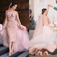 vestido curto de vime de tule venda por atacado-Vintage blush rosa na altura do joelho bainha curta vestido de noiva vestido de festa formal tule 3d flores 2020 vestidos de noiva com overskirt
