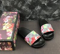 большие сандалии оптовых-Мужская дизайнерская обувь Резиновые горки Сандалии в цвету Красная женская обувь Пляжная полоска Шлепанцы Тапочки Цветочная коробка Дежурная сумка большого размера