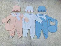 meninos roupas bonitos venda por atacado-Novo Modelo de Moda Infantil Roupas de Bebê conjunto Bonito Do Bebê Recém-nascido Meninos Carta Romper do bebê menina bibs Cap Outfits Set