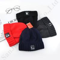 ingrosso nuovissimi cappelli di crochet rosso-Cappelli da uomo in pile foderati NF di design da uomo Cappelli in cranio a maglia calda nord invernale Cappelli con visiera Cappelli sportivi da sci con etichetta del marchio C81902