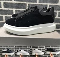 vestidos de lujo para mujer al por mayor-2018 terciopelo negro para hombre para mujer Chaussures zapato hermosa plataforma zapatillas de deporte casuales diseñadores de lujo zapatos de cuero colores sólidos vestido zapato