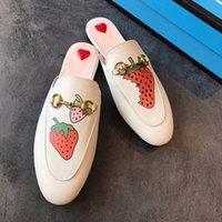 ingrosso scarpe in pelle suola-Le più nuove scarpe di design di lusso per donna Strawberry vamp Pantofole di Muller Sandali tostati piatti Scarpe di design in pelle high-end di design