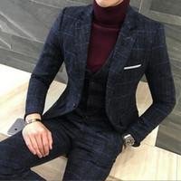 pantalón azul con diseño de abrigo para hombre. al por mayor-Juegos de bragas Escudo 3 piezas hombres de diseños para hombre azul real juego del otoño invierno gruesa adelgazan la tela escocesa de la boda vestido de esmoquin