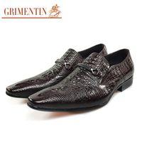 zapatos de vestir marrón oscuro para hombre. al por mayor-GRIMENTIN 2020 más nuevo de zapatos de marca zapatos de vestir hombres de la venta caliente de cuero negro zapatos de color marrón oscuro masculinos banquete de boda para los zapatos formales de oficina