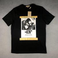 bolsos negros uk al por mayor-Mens 2019 ropa de diseñador de lujo Cartel negro de alta calidad Retrato Reino Unido Marca camiseta camisetas de diseñador para hombre streetwear cuadro logo bolso etiqueta etiqueta