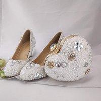 beyaz kedi yavrusu düğün ayakkabıları topuklar toptan satış-Debriyaj Beyaz İnci Güzel Kız Yetişkin Töreni Pompaları ile 2 İnç Kitten Topuk Düğün Gelin Ayakkabıları Yuvarlak Burun Nedime Ayakkabı
