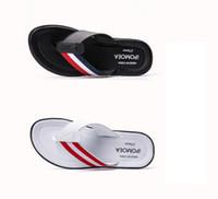 cuero blanco al por mayor-Diseñador Hombre Tendencia Chanclas 2019 Verano Nueva Moda Zapatillas de cuero Chanclas Negro y blanco Cool Drag envío gratis