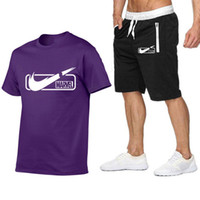 eşofman yaz erkek toptan satış-Yeni Moda Sportsuit ve Tee Gömlek Set Erkek T Shirt Şort + kısa Pantolon Erkekler Yaz Eşofman Erkekler Rahat Marka Tee Gömlek Boyutu S-2XL