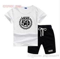 майки для мальчиков оптовых-VS маленькие дети устанавливает 2-7T детские O-образным вырезом футболки короткие брюки 2 шт. / наборы мальчики девочки чистый хлопок маленький логотип дети летние наборы LW061306