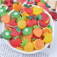ingrosso resina di banana-Julie Wang 10PCS Resin Fruit Apple Cherry Orange Banana Charms Slime Pendenti Jewelry Making Accessorio Home Phone Case Decor