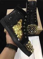 vergünstigte perlen großhandel-[Original box] New Discount Immer beliebte Rote Untere Schuhe Casual Luxury Perlen Leder Sneakers Spikes Nieten Schuhe Hochzeit Hohe Schnitt